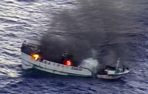 У Тихому океані горить судно з 52 людьми на борту