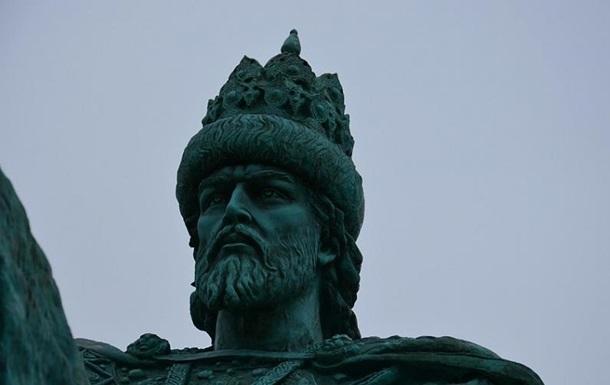 В России на памятник Ивану Грозному надели мешок