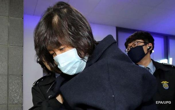 Подругу президента Южной Кореи поместили под арест