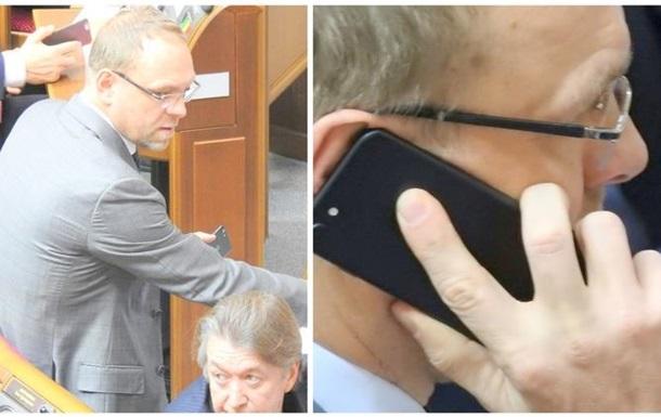 У Раді перший iPhone 7 помітили у Власенка