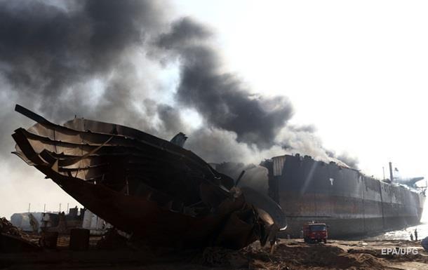 В Пакистане взорвался нефтяной танкер: 12 погибших