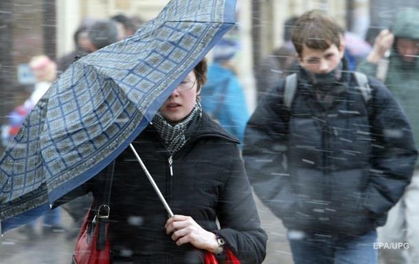 Завтра украинцев ожидают мокрый снег и сильный ветер