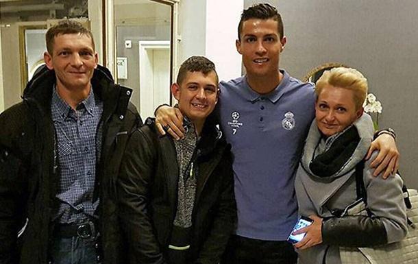 Роналду встретился с парнем, который вышел из комы благодаря его голу
