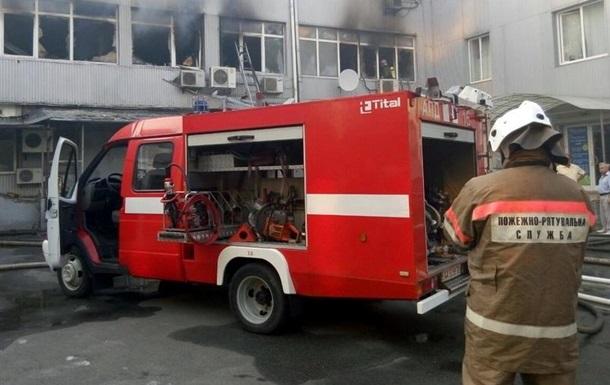 У Києві загорілося офісне приміщення на Подолі