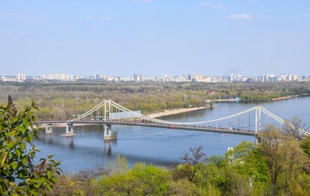 В Киеве девушка упала с моста в Днепр