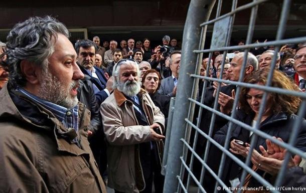 Арештовано 9 співробітників критичної до влади турецької газети
