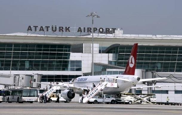 В Стамбуле из-за стрельбы заблокирован аэропорт