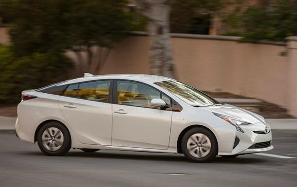 Toyota до 2020 року запустить масове виробництво електромобілів