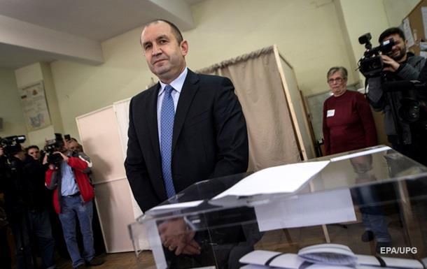 Проросійський кандидат лідирує в першому турі виборів президента Болгарії