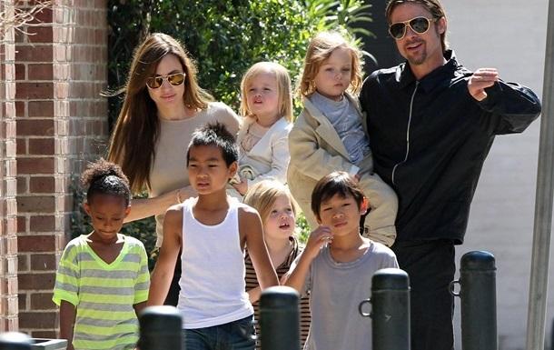 Джолі і Пітт домовилися про умови опікунства над дітьми