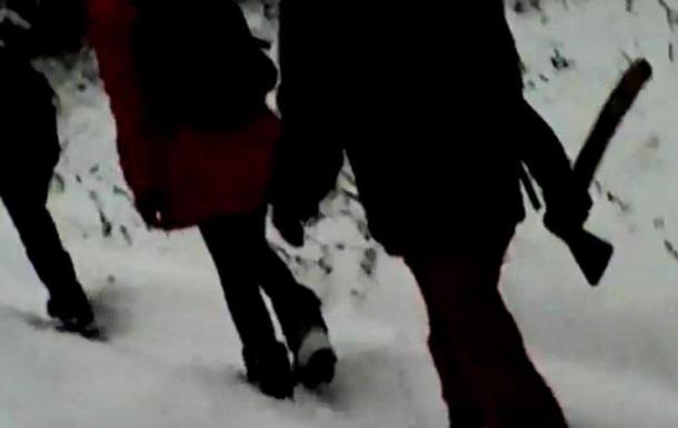Діти в РФ ходять у школу із сокирами через вовків