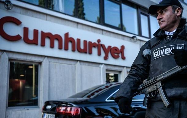 У Туреччині затримали керівника опозиційної газети Cumhuriyet