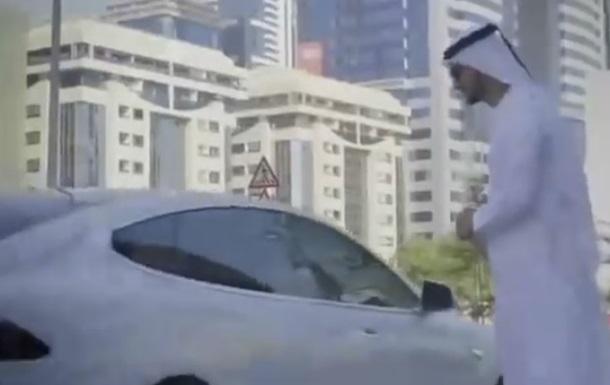 В Дубае начали тестировать авто без водителей