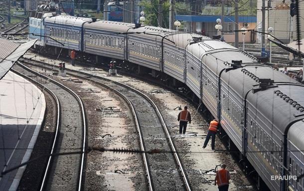 Десятки поїздів затримуються через негоду