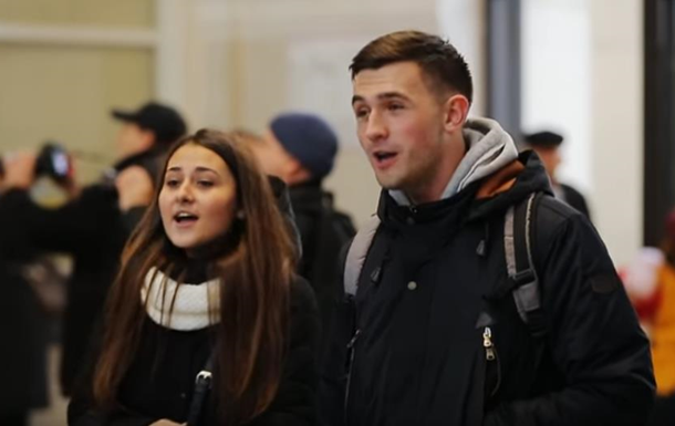 У Запоріжжі студенти хором заспівали радянську пісню