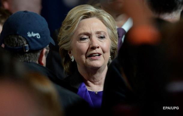 Клінтон вперше вийшла у світ після поразки