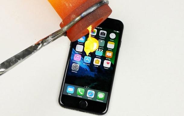 iPhone 7 испытали расплавленным золотом
