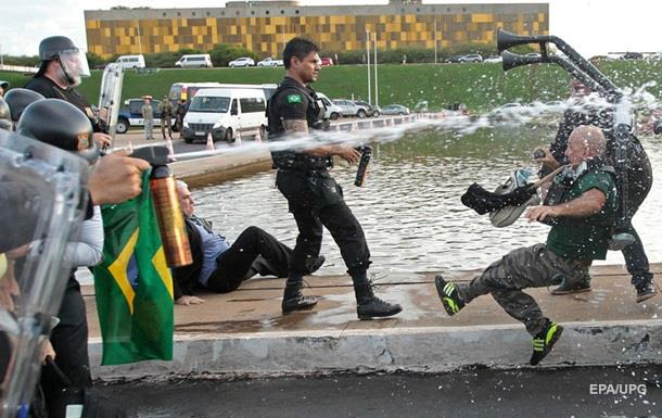В Бразилии протестующие призвали к военному перевороту