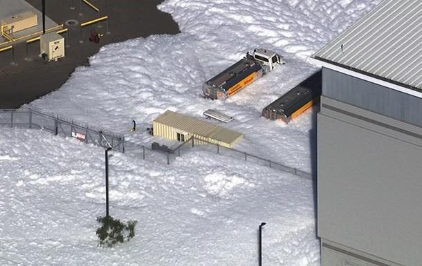 Аеропорт у США затопило протипожежною піною