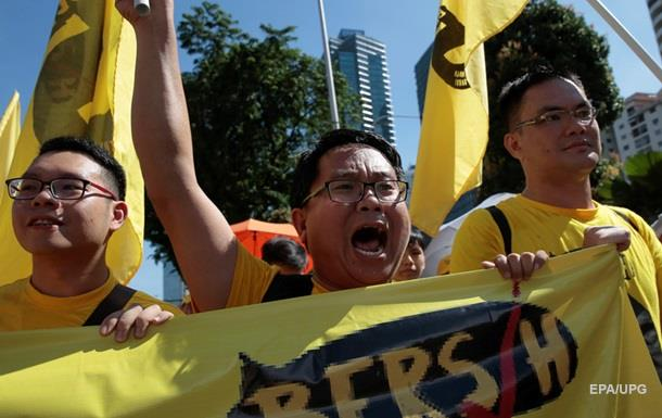 В Малайзии десятки тысяч человек вышли на акцию протеста