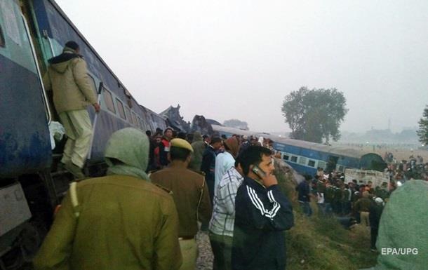 Число жертв крушения поезда в Индии превысило сто человек