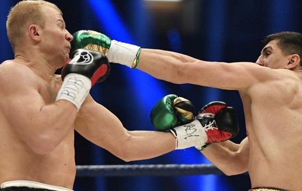 Хук вісім раундів боксував із переломом руки