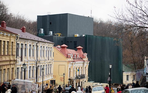 Новий театр на Подолі викликав у киян асоціації з крематорієм