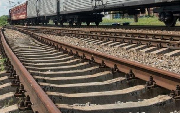На Київщині потяг врізався в KIA Ceed
