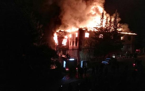 Пожар в турецком общежитии для девочек: 12 жертв