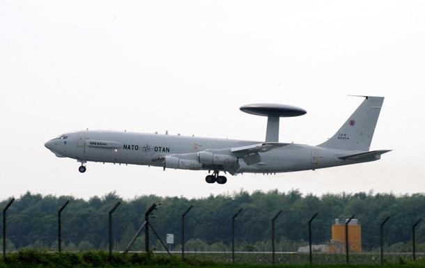 Самолет НАТО следит на украинским ракетами
