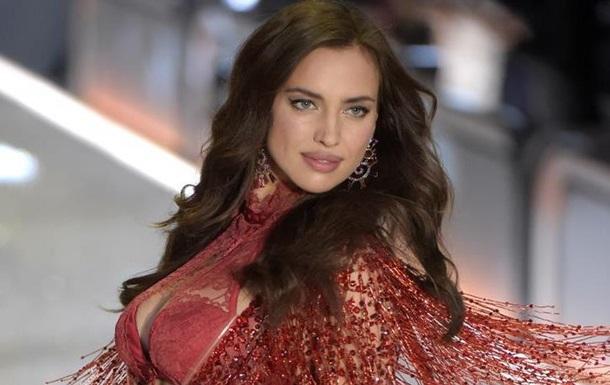 Беременная Ирина Шейк на показе Victoria s Secret