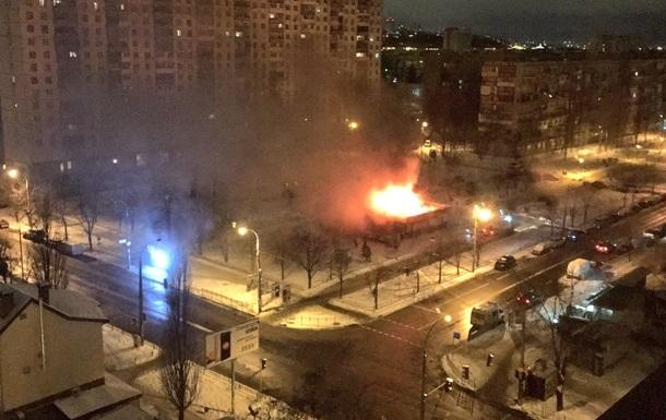 На Березняках у Києві сталася сильна пожежа