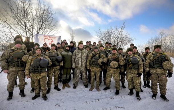 Порошенко привітав військових з 25-річчям ЗСУ