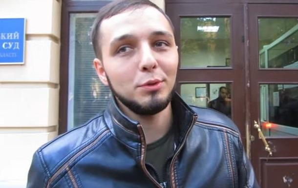 Звільнений активіст, який порвав портрет Порошенка