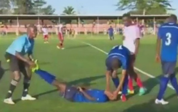 Танзанийский футболист умер во время матча
