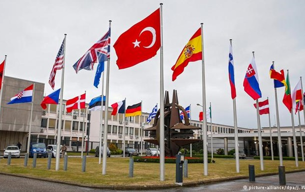 Турецькі офіцери НАТО просять притулку у ФРН і Бельгії
