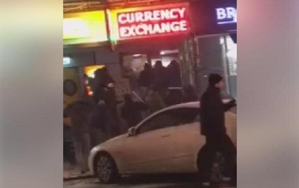 У центрі Києва невідомі влаштували погром