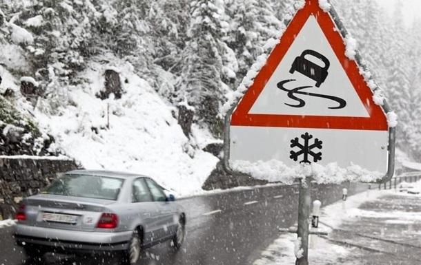 На Волині через ожеледицю закрили рух транспорту