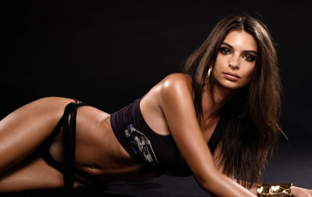 Емілі Ратаковські знялася в міні-бікіні для журналу Love