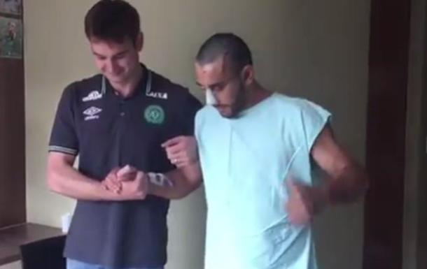 Футболіст Шапекоенсе почав ходити після авіакатастрофи