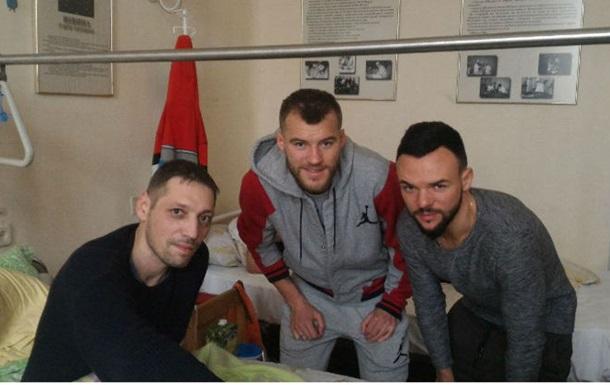 Ярмоленко і Морозюк провідали воїнів АТО напередодні матчу із Шахтарем