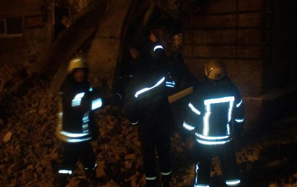У Чернігові обвалився будинок, під завалами люди