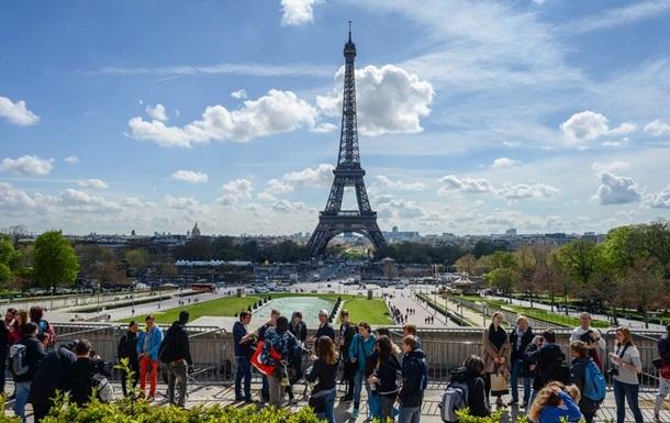 Франція продовжила режим надзвичайного стану