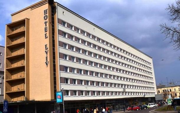 У центрі Львова завалилася частина готелю