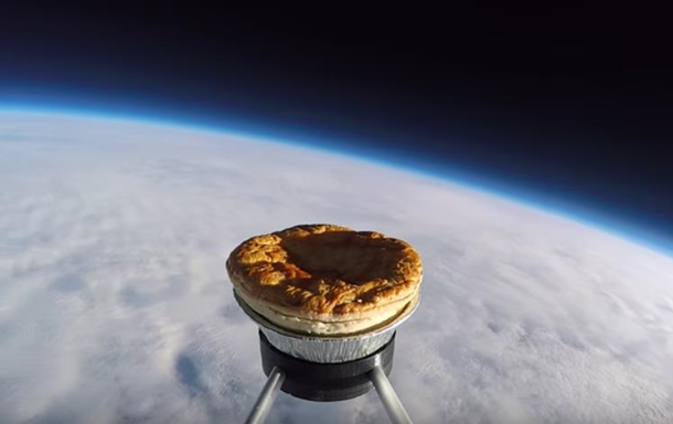 Британці запустили в космос пиріг з м ясом
