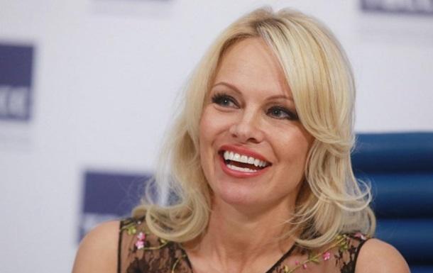 Памела Андерсон хочет российский паспорт