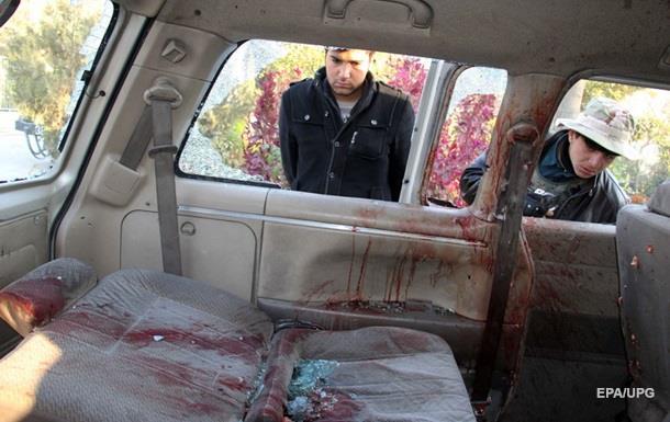 В Афганістані невідомі розстріляли автобус із жінками