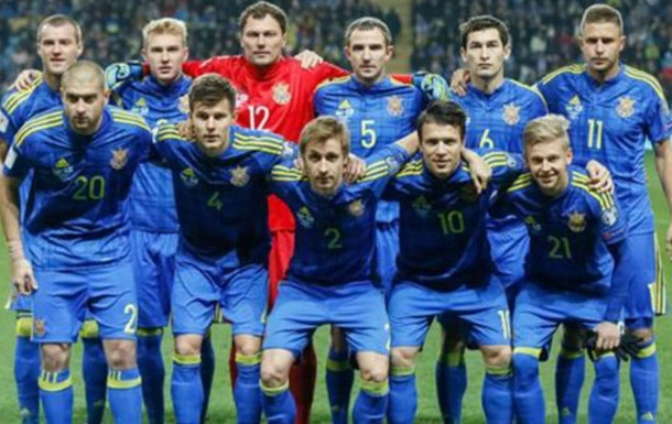 ФИФА наказала ФФУ за поведение болельщиков в матче с Сербией