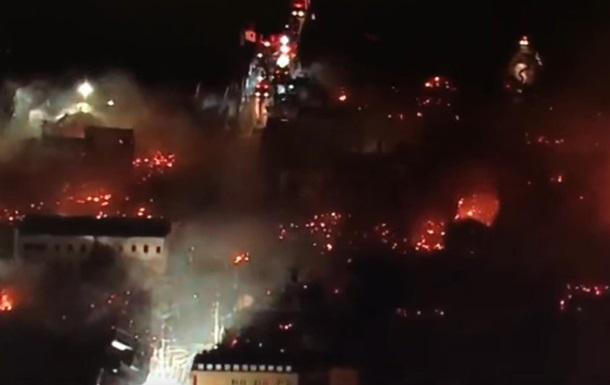 У Японії пожежа охопила 140 будівель