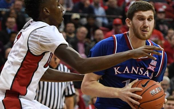 NCAA. 20 очок Михайлюка допомагають Канзасу перемогти
